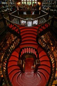 escada livraria lello