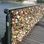 "Paris...celebre o amor no ""Le mur dês je t'aime"" e na ""Pont des Arts"""