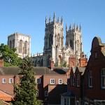 York, cidade murada e catedral gótica na Inglaterra